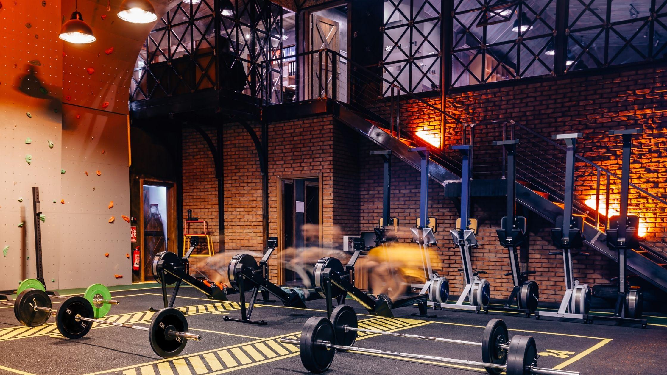 types of gyms: Big box gym