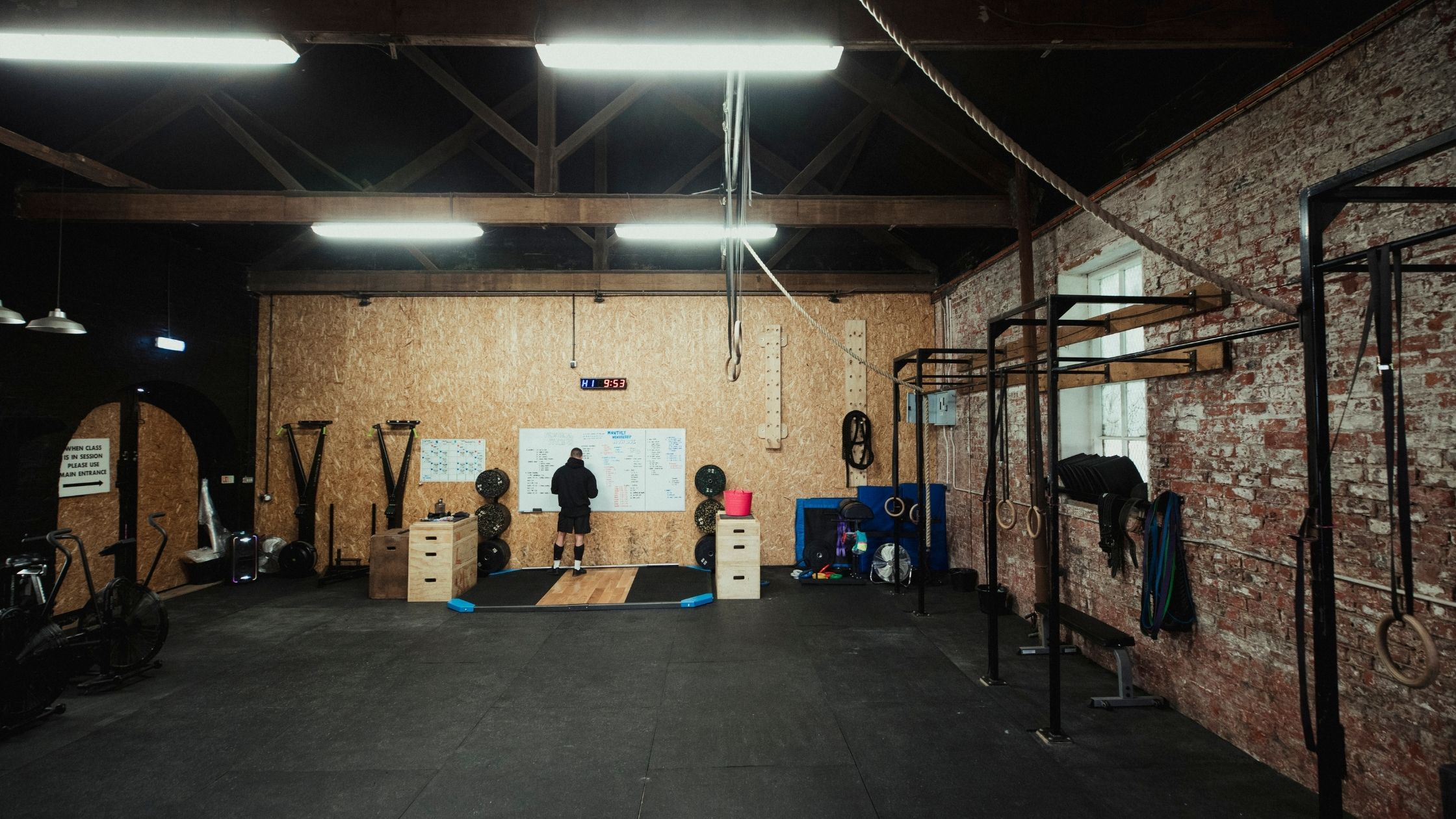types of gyms: boot camp gym