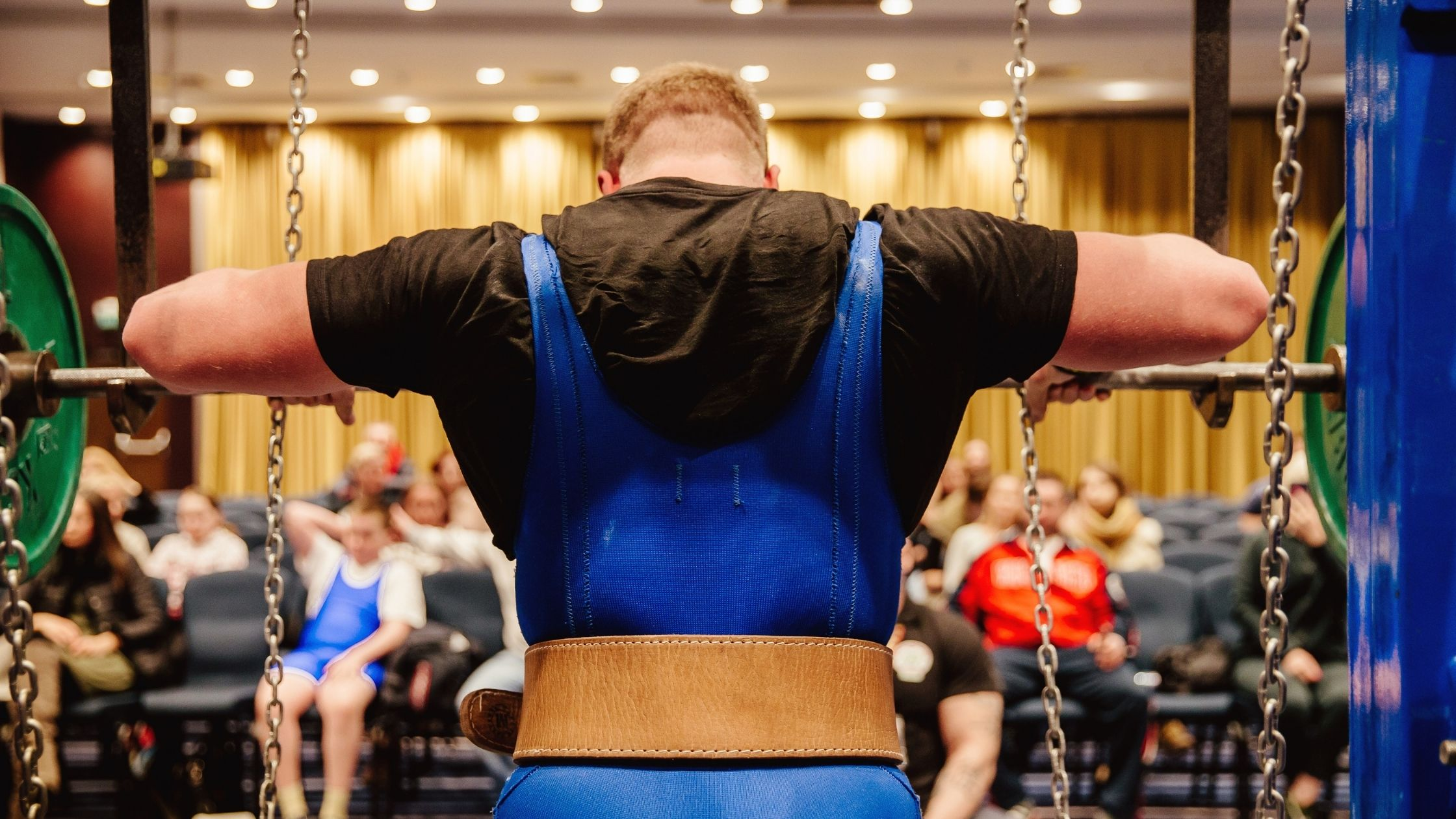 types of gyms: powerlifting gym