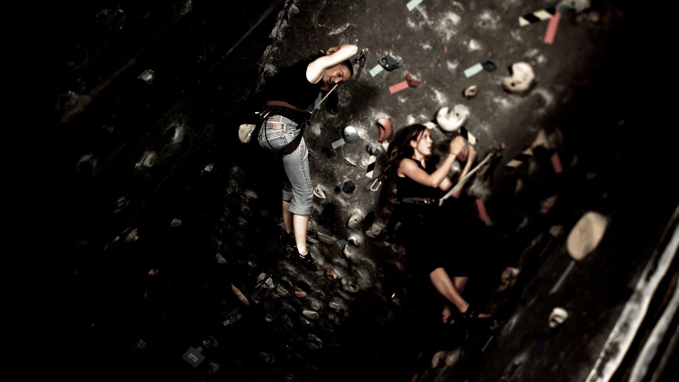 types of gyms: rock climbing gym
